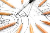Kompasy i kredki na rysunku. — Zdjęcie stockowe