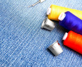 Threads, thimbles on jeans. — Stock Photo