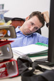 Overwhelmed businessman — Stockfoto