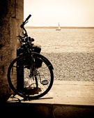 Bike by the sea — Stock Photo