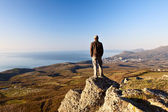 Man on the top of the mountain — Stock Photo
