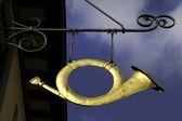 Kutego żelaza posthorn znak w niemczech — Zdjęcie stockowe