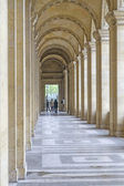 Colonnade inside the Louvre Museum in Paris, France — Stock Photo