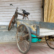 Old bicycle with trailer in Delhi, India — Stockfoto