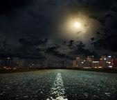 De weg naar de stad — Stockfoto