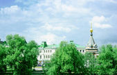 Park, historical buildings and chapel in Omsk — Stock Photo