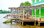 La bella casa sul fiume — Foto Stock