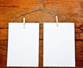 Os white papers e cabide em fundo madeira — Fotografia Stock