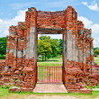 The Ruin of Buddha status and temple of wat mahathat  in ayuttha — Stock Photo