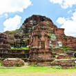The Ruin of Buddha status and temple of wat mahathat  in ayuttha — Lizenzfreies Foto