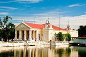 ネオ ・ クラシック様式のバン pa - 宮殿で、タイの建物 — ストック写真