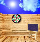 La vue en perspective vieux bois plancher avec jeu de fléchettes — Photo