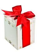 白い背景で隔離赤いリボンとギフト ボックス — ストック写真