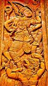 Rzeźba drewno drzwi świątyni — Zdjęcie stockowe
