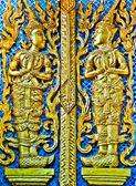 в тайском стиле буддийской церкви двери в phra thart doisuthep, чангмай, таиланд — Стоковое фото