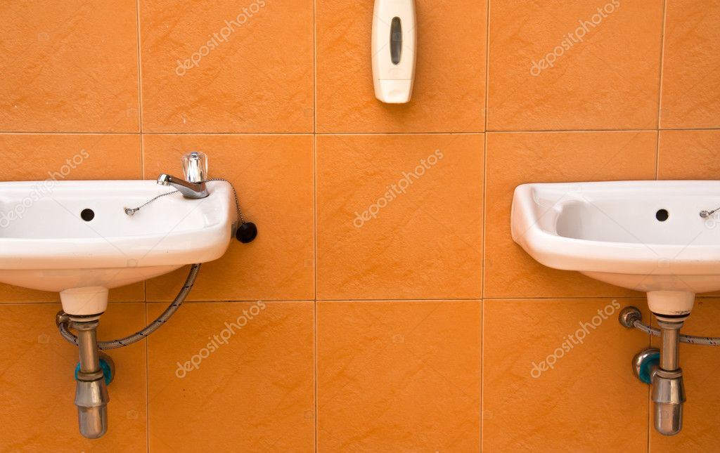Two sinks on the wall. In the bathroom of the resort. — Stock Photo #10908569