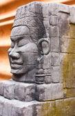Posąg rzeźbiony z powierzchni skały. — Zdjęcie stockowe