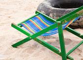 折叠椅子和轮胎轮. — 图库照片