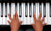 Hand on piano keyboard — Stock Photo