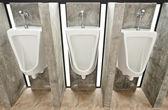 Articoli sanitari nel bagno per uomini — Foto Stock