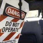 Do no operate equipment danger sign — Stock Photo