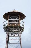 Torre de água com telhado e varanda — Foto Stock