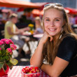 girl on market cafe — Stock Photo