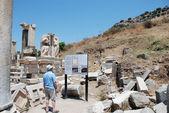 Tourist in Ephesus, Turkey. — Stock Photo