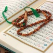 Holy Quran with wooden rosary — Stock Photo #11963232