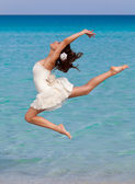 A woman is dancing on the beach — Stock Photo