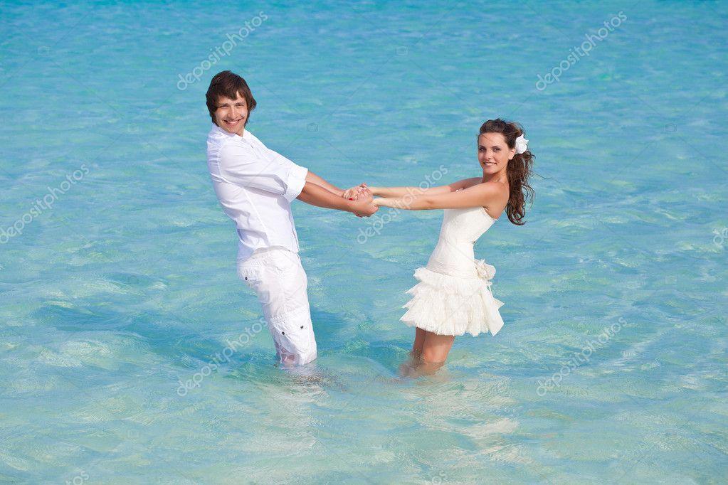 семейная пара на море