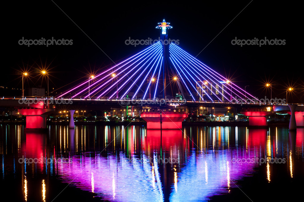 Song Han Bridge in Danang in many lights. The area around the bridge is the location of Da Nang's cultural center. — Stock Photo #11320996