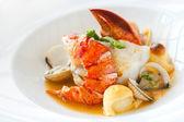 ıstakoz ile deniz ürünleri yemek. — Stok fotoğraf