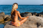 Young woman meditating in late afternoon sun. — Stock Photo