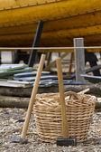 Holzboot und tools — Stockfoto