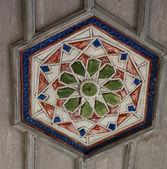 Muslim stropní dřevěné dekorace ve starém chirch v čufut kale, cri — Stock fotografie