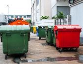リサイクル センターにプラスチック大箱 — ストック写真