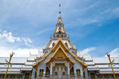 Thai temple and nice blue sky — Stock Photo