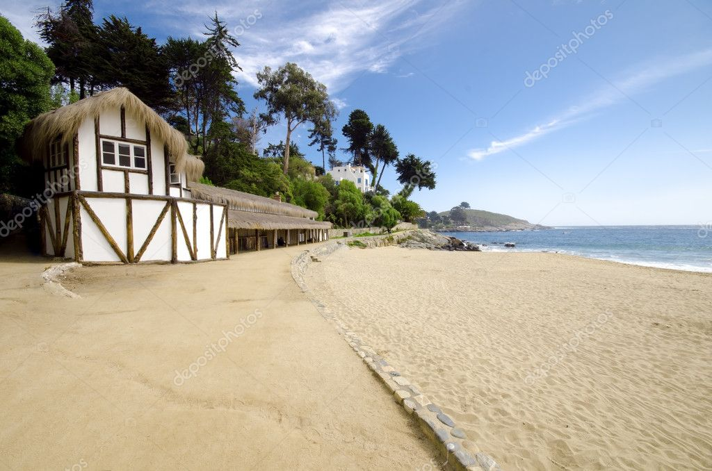 Beautiful shot of a beach house at Zapallar, Chile — Stock Photo #10996413