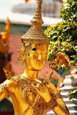 Thaise beeldhouwkunst aan wat phra kaeo, bangkok — Foto de Stock