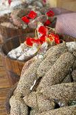 Saucisses de poivre prêt à vendre sur le marché. — Photo
