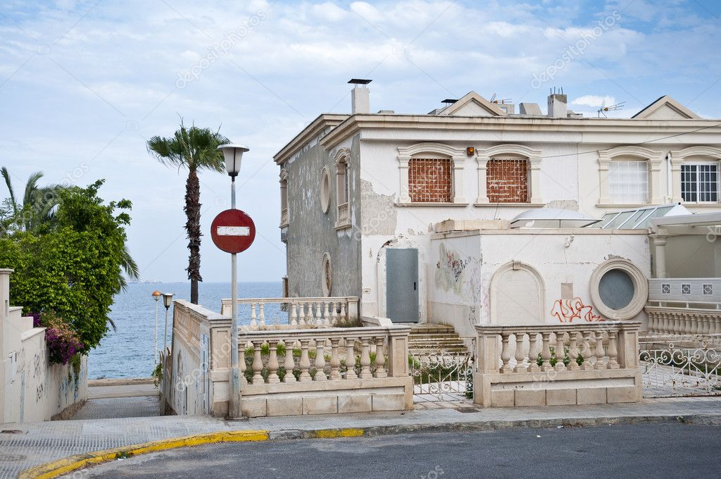 Недвижимость в городе валенсия на берегу моря