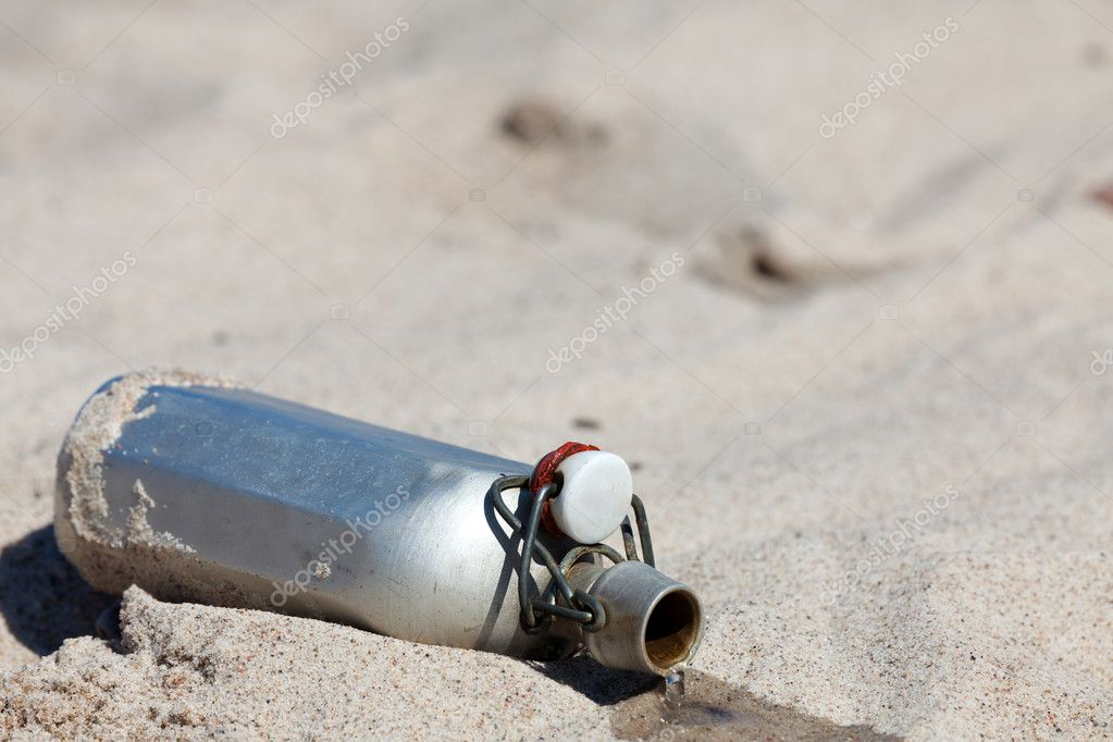Leaking Canteen in the desert — Stock Photo #11038285