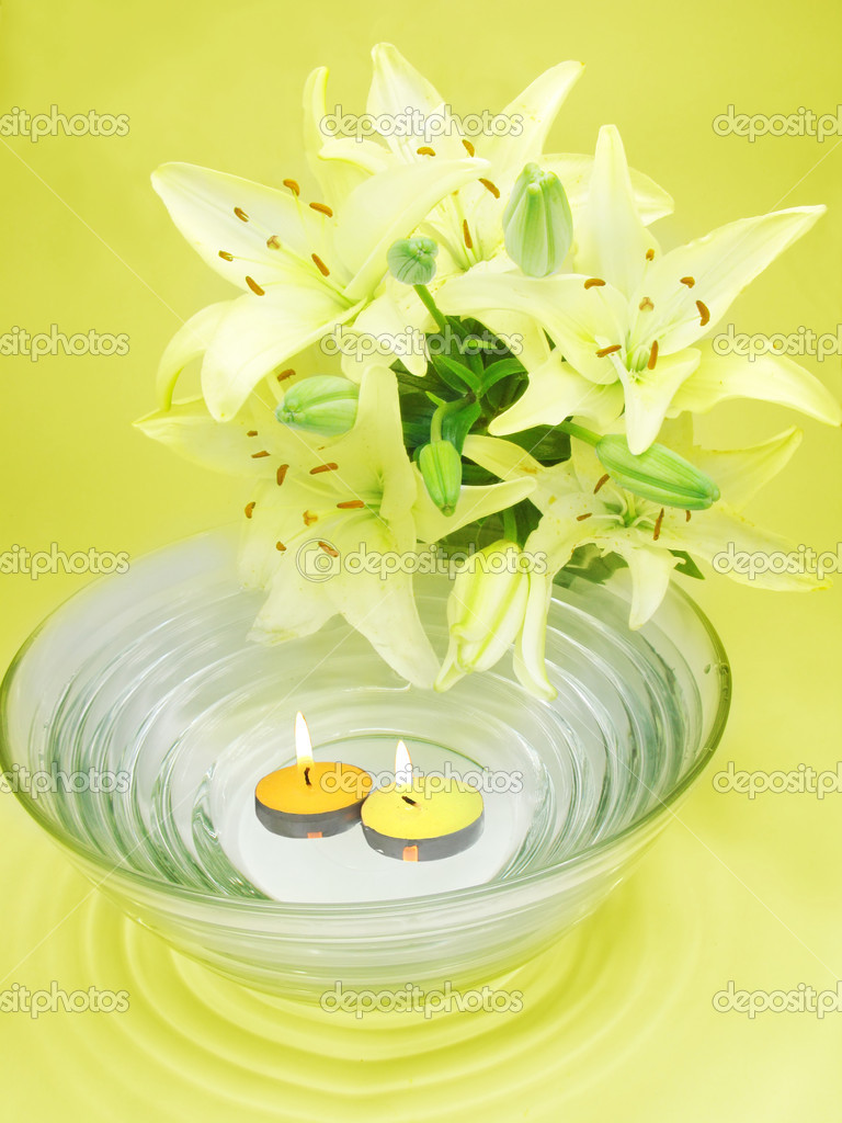 Clean water for spa with lily bouquet on yellow background — Stock Photo #10795968