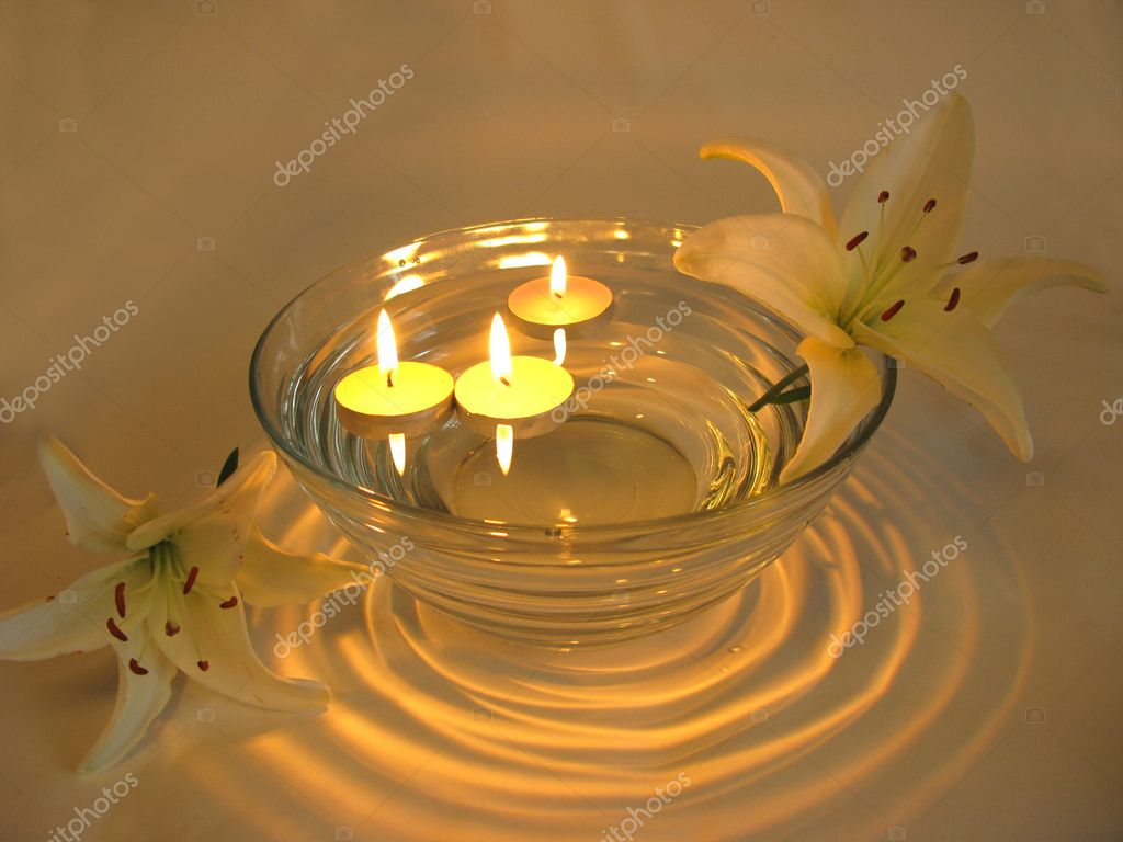 Spa lit candles lilies flowers health-care treatment — Stock Photo #10796004