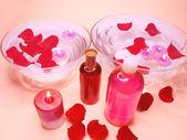 Lázně mísa s růží a olejové esence — Stock fotografie