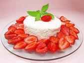 Strawberry cake dessert — Stock Photo