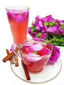 Punch cocktail tea drink with wild rose — Stockfoto