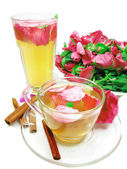 Punch cocktail tea drink with wild rose — 图库照片