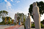 Group of buddhist statues, Independence Square, Sihanoukville, Cambodia — Stock Photo